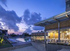 Eastin Ashta Resort Canggu - North Kuta - Building