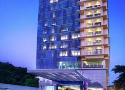 Quest Hotel Darmo - Surabaya By Aston - Surabaya - Building