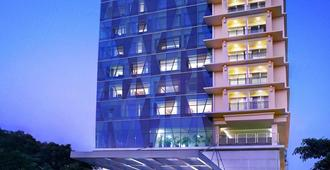 Quest Hotel Darmo - Surabaya By Aston - Surabaya - Gebäude