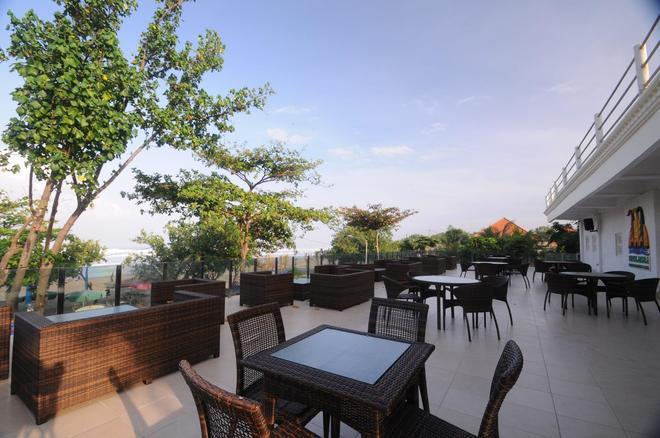 Melasti Beach Resort & Spa - Kuta - Patio