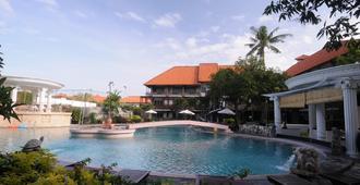 Melasti Beach Resort & Spa - Kuta - Piscina