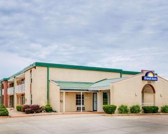 Days Inn by Wyndham Monett - Monett - Building