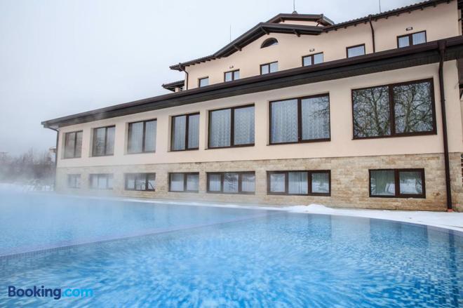 Hotel Nikol - Dolna Banya - Building