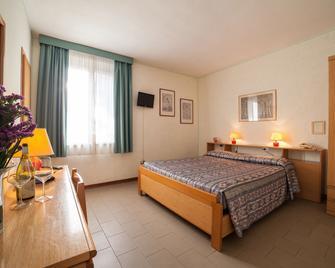Hotel Villa Tirreno - Marina di Castagneto - Bedroom