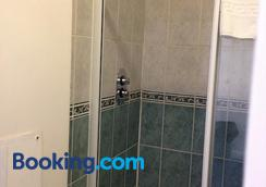 Berties Lodge - Newquay - Bathroom