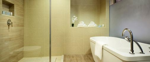 Furama Riverfront - Singapore - Bathroom