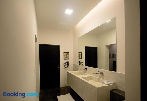Arthur&paul - Caters To Men - Phnom Penh - Bathroom