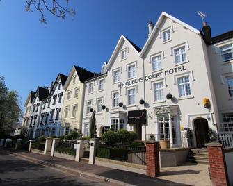 Queens Court Hotel - Exeter - Building