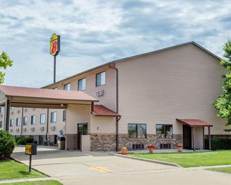 Super 8 by Wyndham Normal Bloomington - Normal - Gebouw