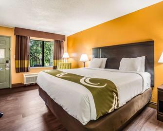 Quality Inn and Suites Corinth West - Corinth - Спальня
