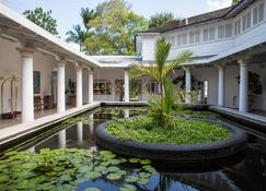Colony Club By Elegant Hotels - Holetown - Building