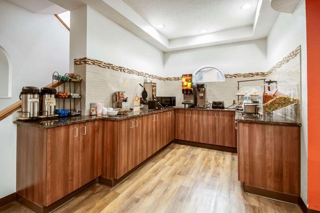 Econo Lodge - Franklin - Buffet