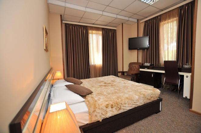 Hotel Diplomat - Tbilisi - Bedroom