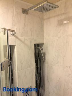 皮埃爾城堡酒店 - 魁北克 - 魁北克市 - 浴室