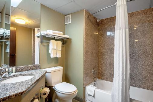 Quality Inn Holly Springs South - Holly Springs - Bathroom