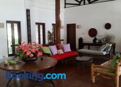 Dapitan Beach Villa - Dapitan - Living room
