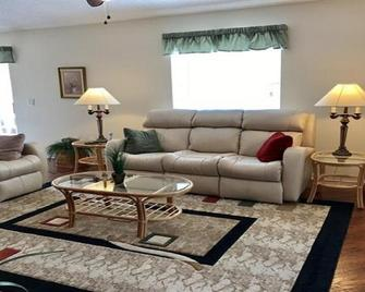 Welcome to Tee Off Villa - Beautiful 2 Bdrm/2 Bath on Golf Course w/Cart & Spa - The Villages