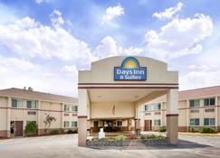 Days Inn & Suites by Wyndham Bridgeport - Clarksburg - Bridgeport - Rakennus