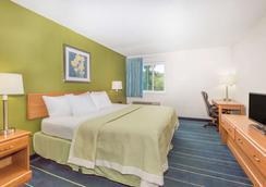 Days Inn & Suites by Wyndham Bridgeport - Clarksburg - Bridgeport - Makuuhuone
