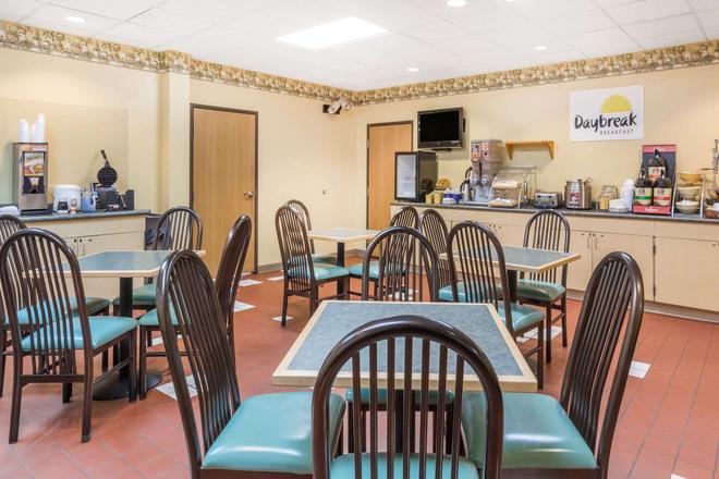 Days Inn & Suites by Wyndham Bridgeport - Clarksburg - Bridgeport - Ravintola
