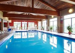 Best Western PLUS Eau Claire Conference Center - Eau Claire - Bể bơi