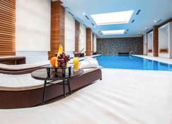 Mercure Rosa Khutor Hotel - Estosadok - Zwembad