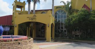 Crown Regency Residence Davao - דבאו