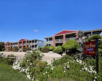 Born Free Suites by the Sea - Montauk - Building