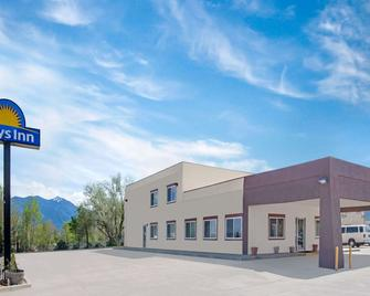 Days Inn by Wyndham Taos - Taos - Building
