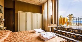 Ville Montefiori - Gardone Riviera - Camera da letto