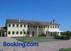 Il Paradello Albergo - Isola Albarella - Building