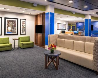 Holiday Inn Express & Suites Tampa North - Wesley Chapel - Wesley Chapel - Лоббі