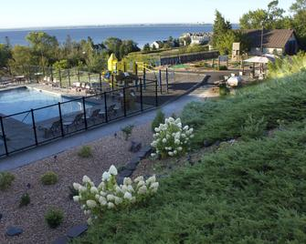Edgewater Hotel & Waterpark - Duluth - Building