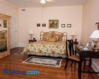 Cedars & Beeches Bed & Breakfast - Long Branch - Bedroom