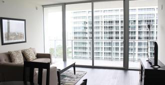 Jackson Health District Rentals - Miami - Living room