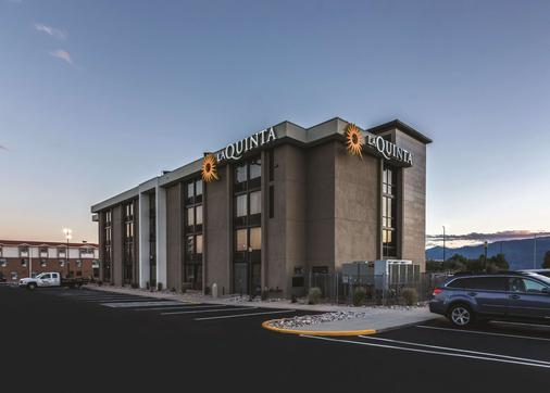 La Quinta Inn & Suites by Wyndham Colorado Springs North - Колорадо-Спрингс - Здание