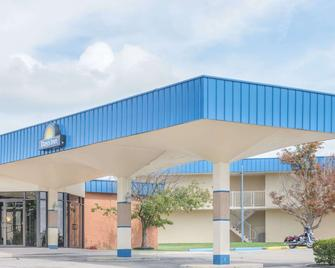 Days Inn by Wyndham St Clairsville - Saint Clairsville - Building