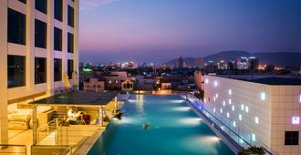 Royal Lotus Hotel Danang - Da Nang - Piscina