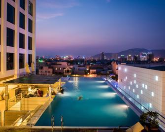Royal Lotus Hotel Danang - Da Nang - Pool