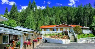 Crescent Motel - Radium Hot Springs - Κτίριο