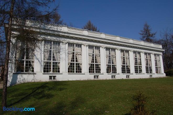 Dom Zjazdow I Konferencji - Jabłonna (Gmina Jabłonna) - Building