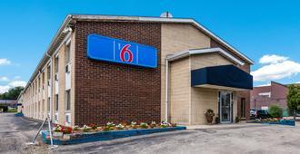 Motel 6 Madison East - Madison - Building