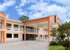 Super 8 by Wyndham Ocean Springs Biloxi - Ocean Springs - Edificio