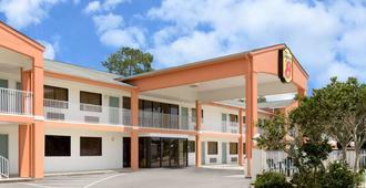 Super 8 by Wyndham Ocean Springs Biloxi - Ocean Springs - Gebäude