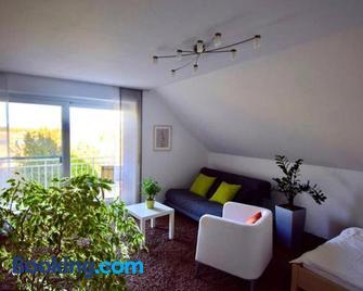 Ferienwohnung Ingrid - Markt Erlbach - Living room