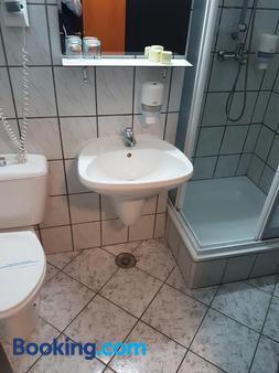 Hotel Cristal-Stadion - Sinaia - Bathroom