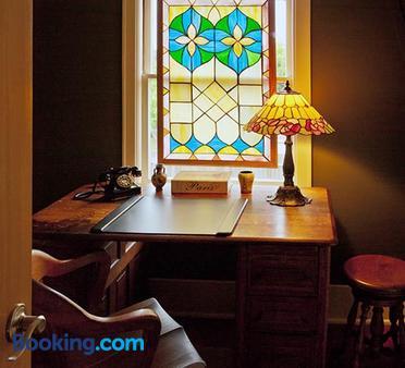 Hydrangea Inn - Eureka - Bedroom