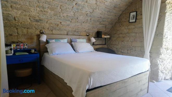 La Meridienne Des Collines - La Motte-de-Galaure - Bedroom