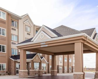 Microtel Inn & Suites by Wyndham West Fargo Medical Center - West Fargo - Building