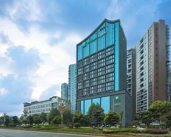 Holiday Inn Express Leshan City Square - Лэшань